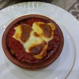 guvecte-domates-soslu-kasarli-kofte